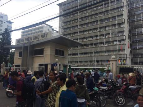 3 phụ nữ kéo nhau đánh ghen gây náo loạn Bệnh viện Chợ Rẫy