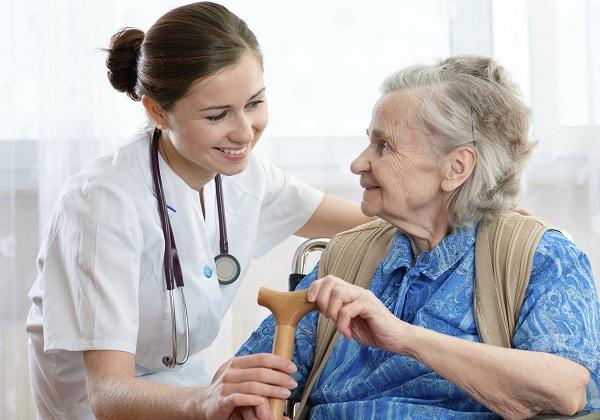 Cách phòng ngừa các bệnh hô hấp ở người cao tuổi vào mùa nóng