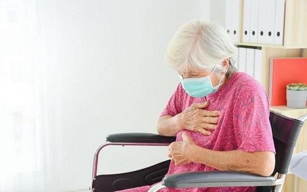 Chuyên gia y tế cảnh báo những đối tượng có nguy cơ cao mắc COVID-19