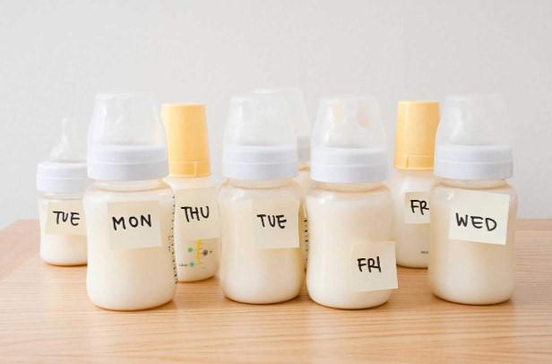 Sữa mẹ có vai trò quan trọng đối với trẻ sơ sinh